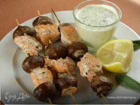 Шашлычки из лосося и грибов (маринад с белым вином и шалфеем)
