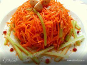Салат из моркови, сельдерея и маринованного чеснока