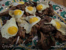 Бараньи ребрышки с салатом и перепелиными яйцами