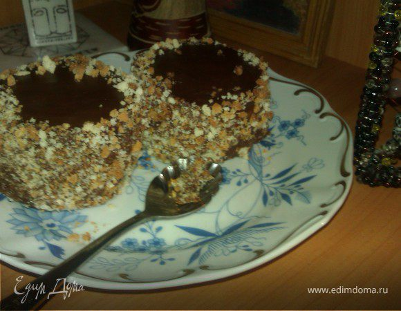 Пирожное бисквитное фруктово-шоколадное
