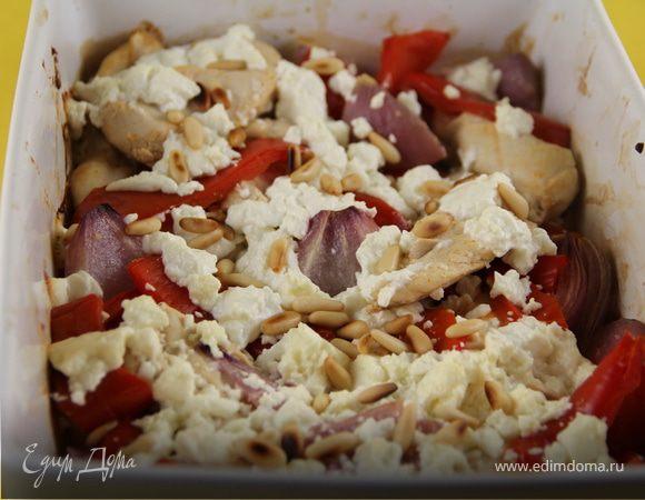 Запеченное куриное филе (бедрышки, голени) с перцем, фетой и кедровыми орешками