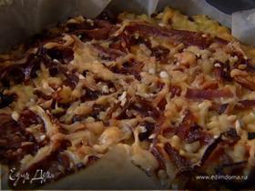 Рисовый тарт с карамелизированным луком, сыром и грецкими орехами