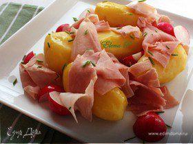 Теплый салат с молодой картошечкой