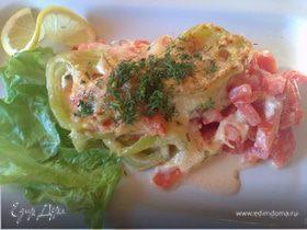 Морской коктейль, запеченный с помидорами и сыром