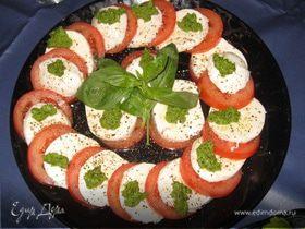 Закуска из помидоров, моцареллы и песто