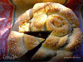 Пирог с брынзой, зеленью и маслинами