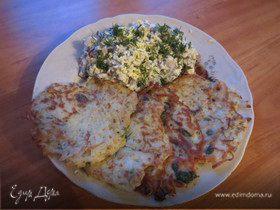 Драники с селедочным салатом