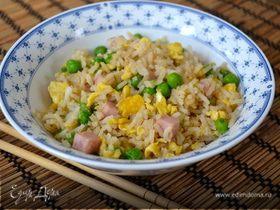 Жареный рис по-кантонезийски