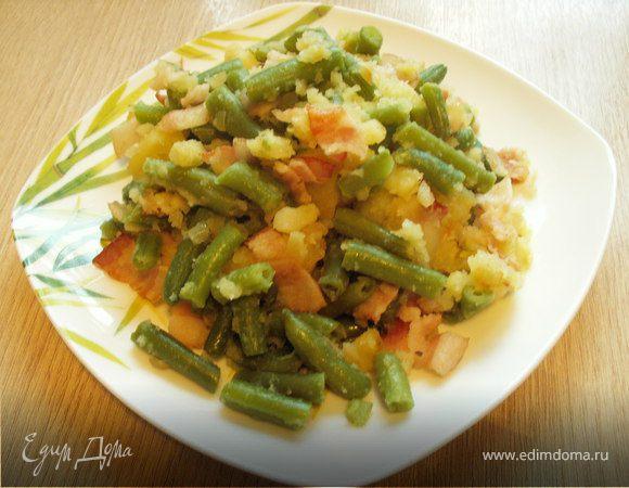 Теплый салат с беконом и стручковой фасолью