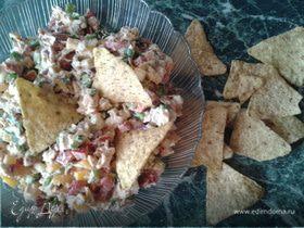 """Мексиканский салат с курицей и кукурузными чипсами """"Начос"""""""