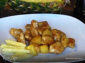 Курица с ананасом и имбирно-соевым соусом