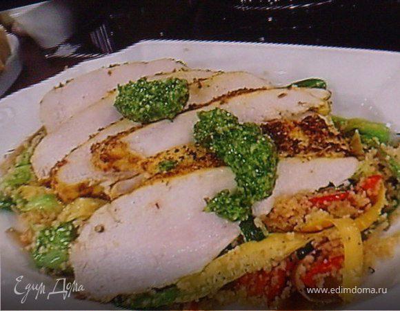 Маринованное куриное филе с весенним кус-кусом и песто из черемши