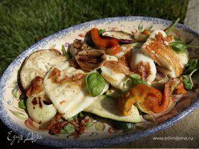 Салат из запеченных овощей c сыром и луком на гриле