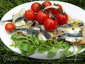 Сардинки, запеченные с фенхелем и помидорами черри