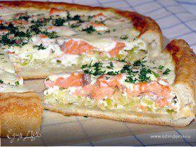 Нежный пирог с лососем, рикоттой и луком-пореем