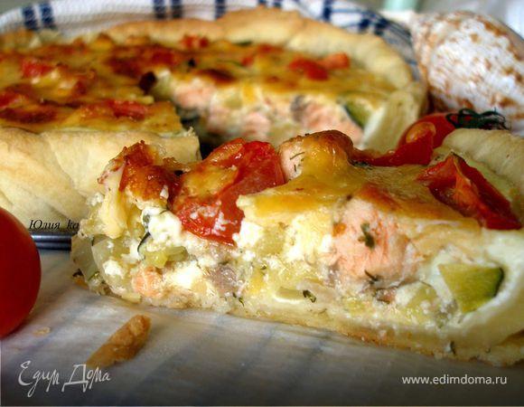Открытый пирог с семгой и овощами