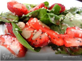 Быстрый салат со шпинатом и клубникой
