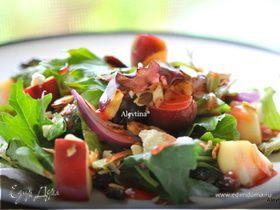 Салат с яблоком и миндалем