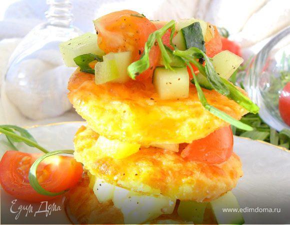 Сырный мильфей с легким овощным салатом (Cheese millefeuille with vegetable salad)