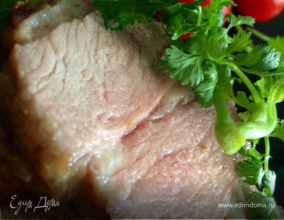 Запеченная свиная вырезка в имбирно-розмариновой заправке