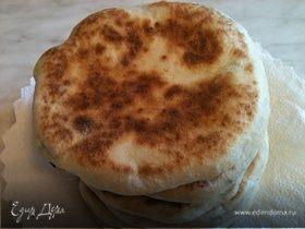 Лепешки с творожно-сырной начинкой