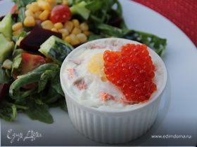Филе лосося с яйцом-пашот и красной икрой