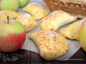 Яблочные пирожки из сырного теста