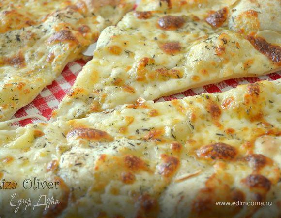 Чесночная пицца с моцареллой