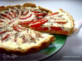 """Запеченные томаты на песочной """"тарелочке"""" с сыром Джюгас в сметанно-яичном соусе"""