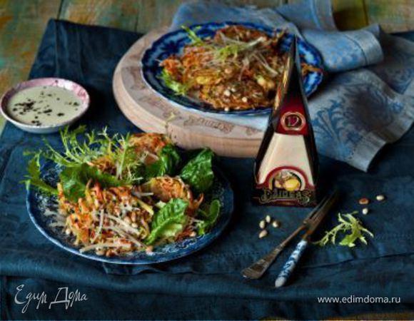 Овощные оладьи с сыром и сливочным соусом