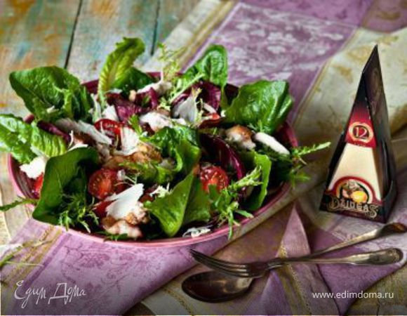 Салат «Цезарь» с беконом и сыром Джюгас