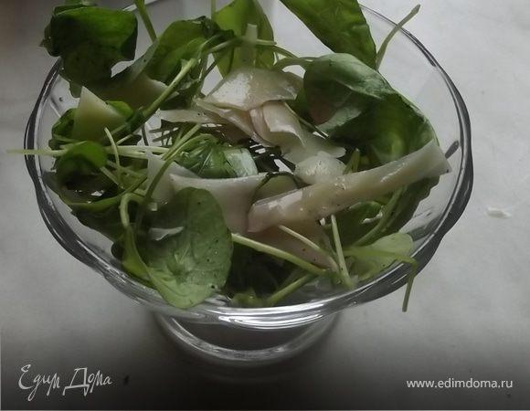 Салат из руколы с пармезаном