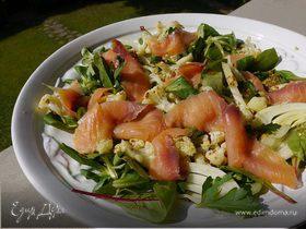 Салат из цветной капусты с семгой и фенхелем