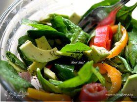 Салат шпинатный с авокадо