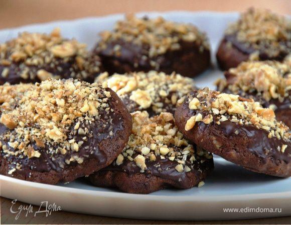 Шоколадное печенье с грецкими орехами и корицей