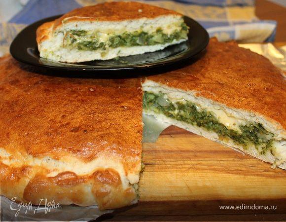 Пицца кальцоне с брокколи и шпинатом