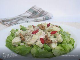 Салат из яблок, грецких орехов, сыра