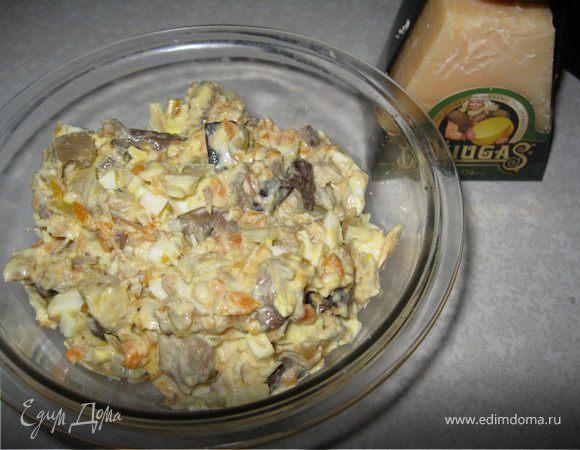Салат со скумбрией, грибами и сыром Джюгас