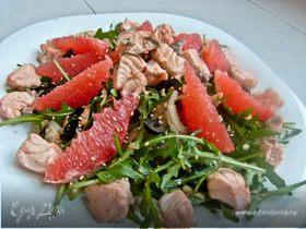 Кипрский салат с лососем, сыром и грейпфрутом