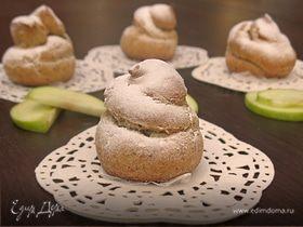 Профитроли из льняной муки с яблочно-карамельным муссом