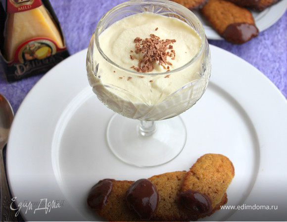 Сабайон с сырным печеньем в шоколаде и сыром Джюгас
