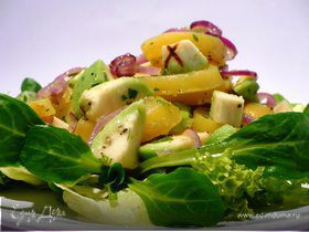 Теплый салат из картофеля с авокадо и свежим салатом