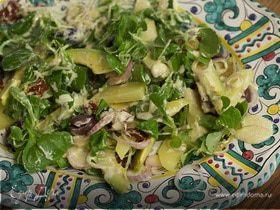 Салат с авокадо, картофелем и маслинами