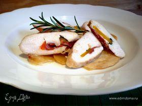Куриное филе с чоризо, базиликом и паприкой на сливочной репе