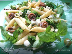 Салат с пастой, брокколи и анчоусами
