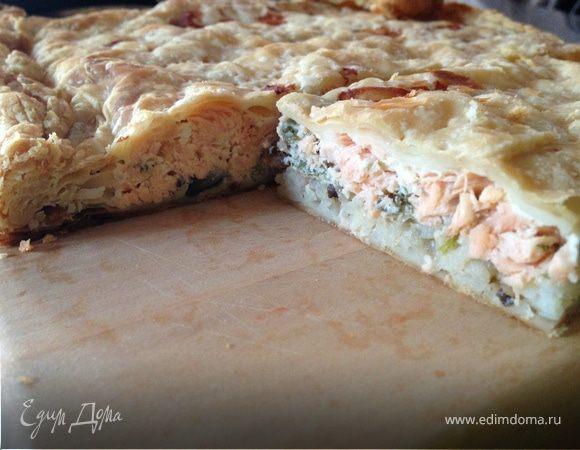 Пирог с лососиной с слоеном тесте