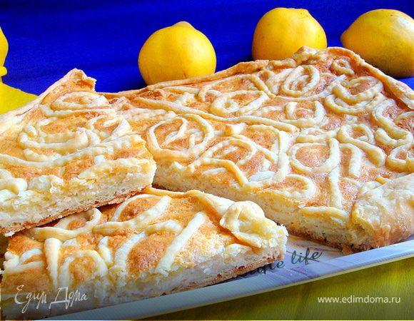 Творожно-белковый пирог с айвой