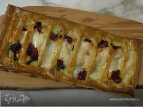 Открытый пирог с рыбой, моцареллой и шпинатом