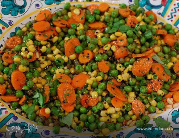 Салат из молодых овощей с соусом из петрушки
