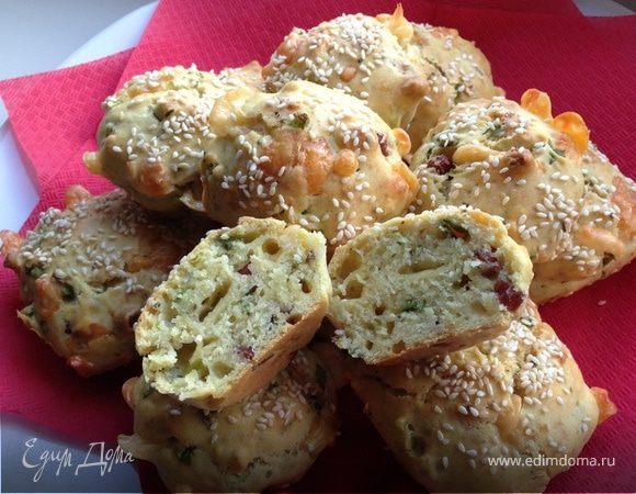 Закусочные кексы на сыворотке с сыром и охотничьими колбасками